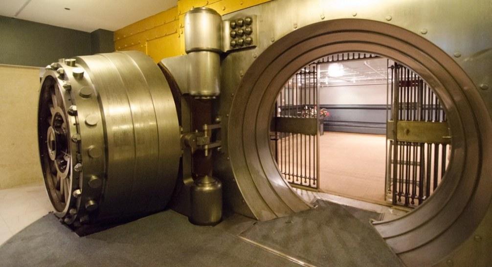 Banking Panics and Liquidity in a Monetary Economy